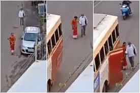 kerala woman helping the visually impaired man