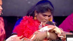தங்கமே.. தங்கமே.. என்னோட தங்கமே... தனது பெண் குழந்தையை கொஞ்சி உச்சி முகர்ந்த அறந்தாங்கி நிஷா!!!